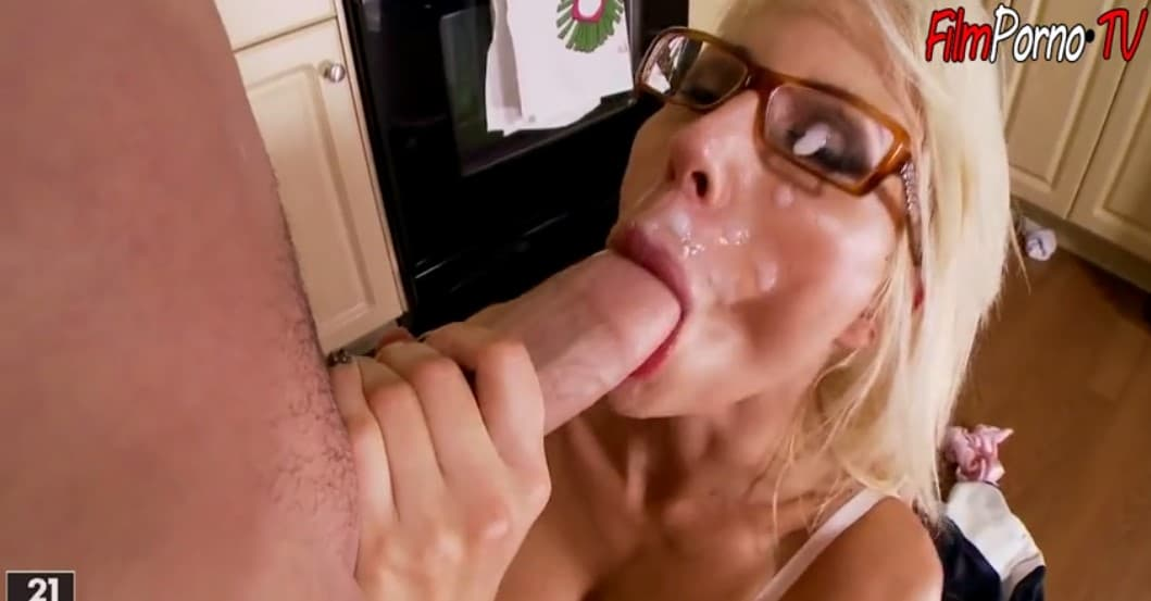 Mature horny woman fucked with plumber
