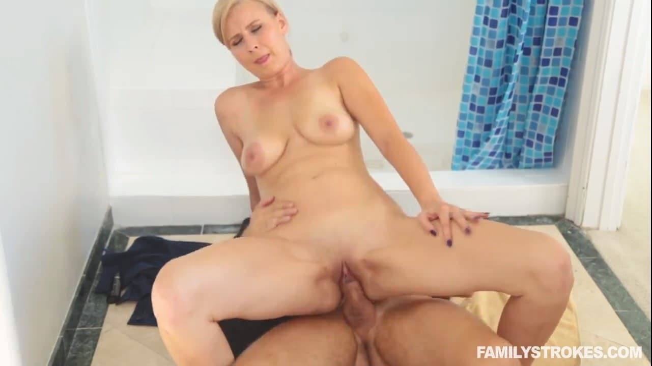 Young guy fucked his russian stepmom in the bathroom